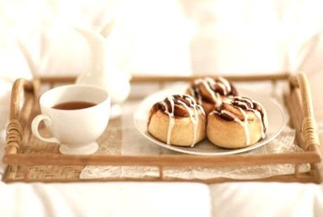 Cinnamon Roll, Tea
