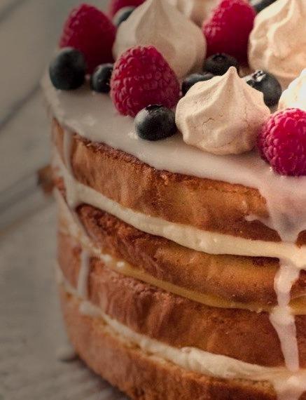 Cream & Lemon Curd Layered Sponge with Berries & Meringue // Raspberri Cupcakes