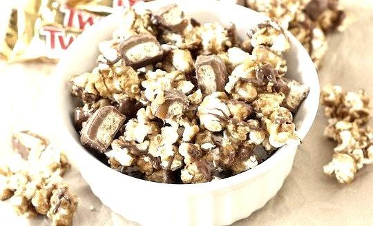 Recipe: Twix Caramel Popcorn