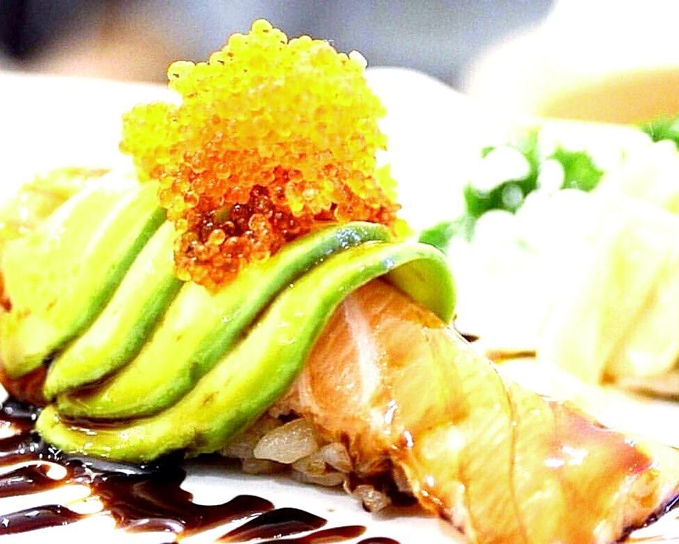 Salmon Avocado Nigiri posted by @tenyuusushibar on Instagram.